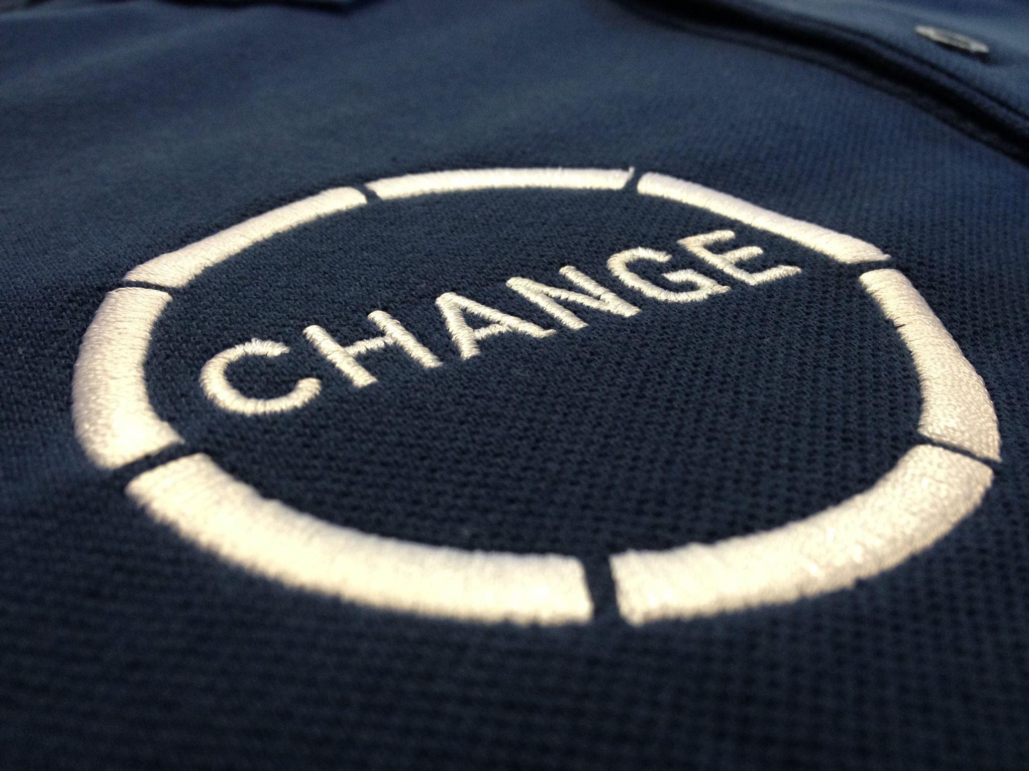 Bestickung Change auf Poloshirts