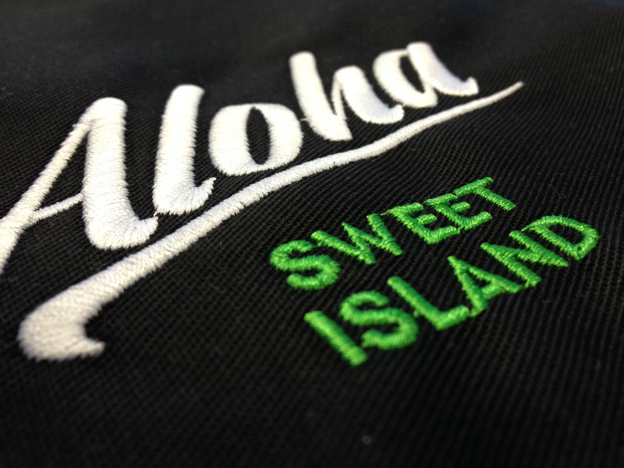 Stickerei Aloha auf Arbeitskleidung